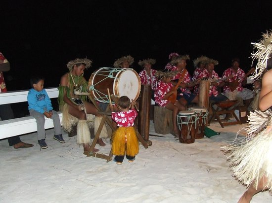 Aitutaki Village: A Feast night at Samade - the entertainers learn young.