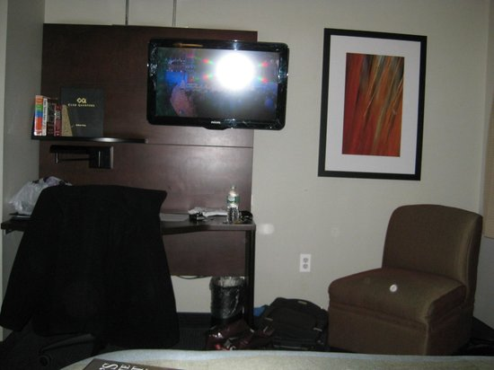 Club Quarters Hotel, Midtown : view of TV from bed