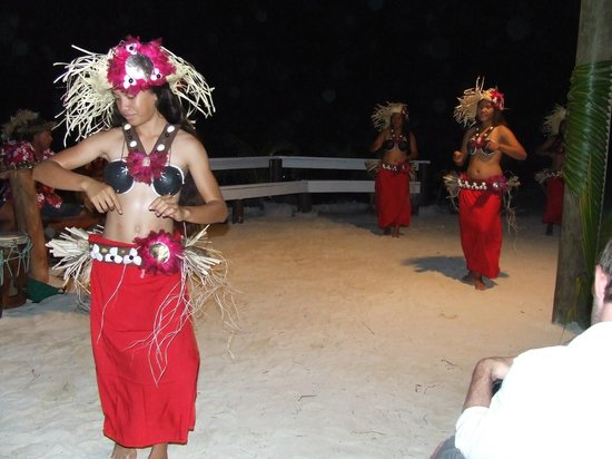 Aitutaki Village: A feast night with entertainers