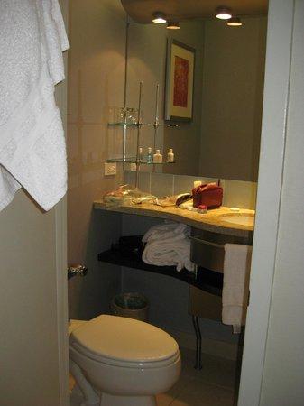 Club Quarters Hotel, Midtown : sink in the bathroom