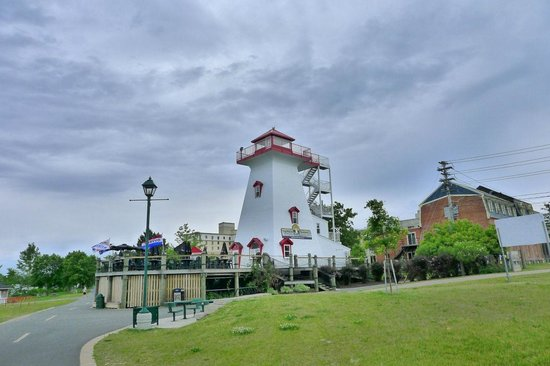 Lighthouse on the Green: the lighthouse