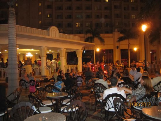 Hotel Riu Vallarta : Party at night