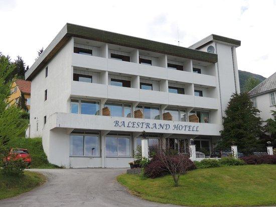 Balestrand Hotel: Front of Hotel