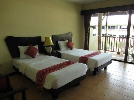 Kata Sea Breeze Resort: номер