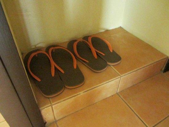 Kata Sea Breeze Resort: в ванной бесплатные сланцы