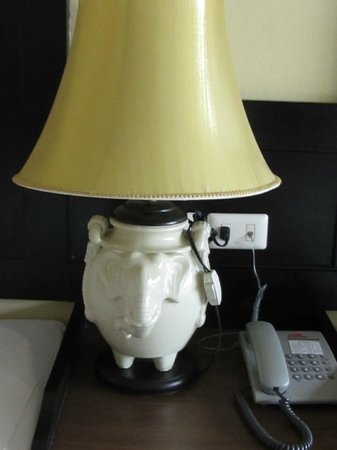Kata Sea Breeze Resort: лампа в номере