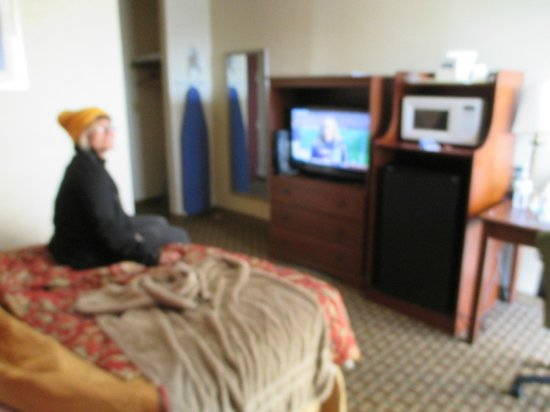 Howard Johnson Inn Clifton NJ: Room w/microwave and TV