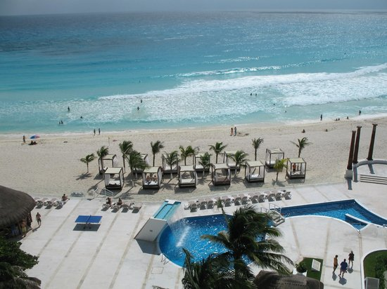 Krystal Cancun Comfy Beach Beds At Hotel