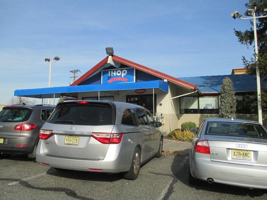 Howard Johnson Inn Clifton NJ: IHOP Attached to Hotel