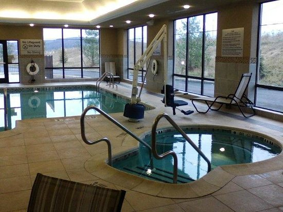 Hampton Inn & Suites Mansfield : awesome pool area