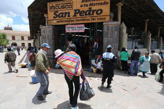 JW Marriott El Convento Cusco : Populat Local San Pedro Market