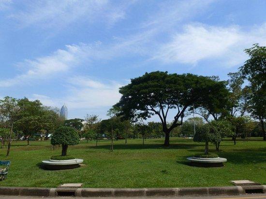 Lumpini Park: the path