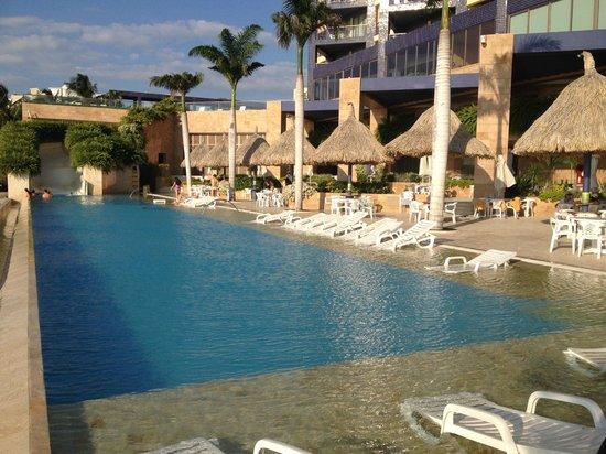 Zuana Beach Resort: Piscina