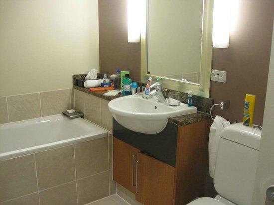 The Sebel Auckland Viaduct Harbour: Bathroom