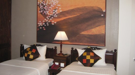 Hong Ngoc Dynastie Hotel : a typical room