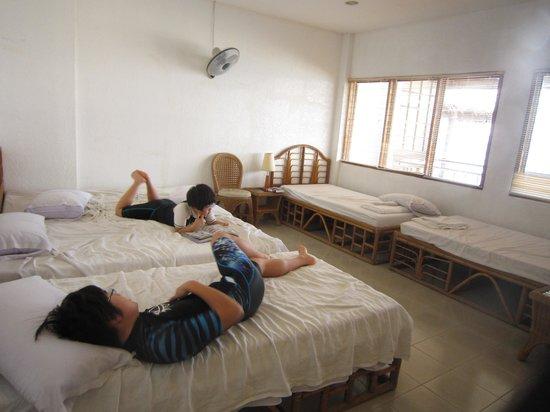 Savedra Beach Resort: 高い確率でベッドから落ちる息子たちも3台くっつけたベッドで安心でした。