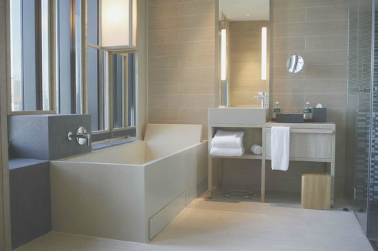 PARKROYAL on Pickering: Suite com banheira