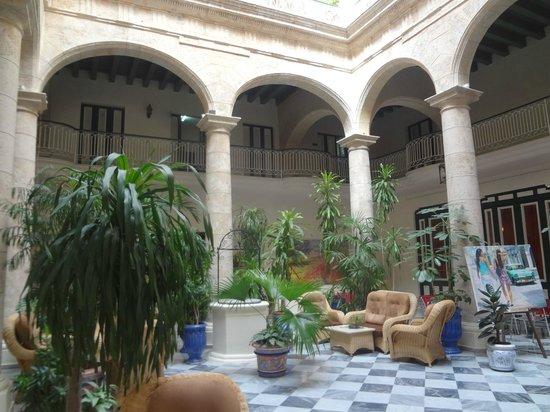 Hotel Florida: el patio del hotel
