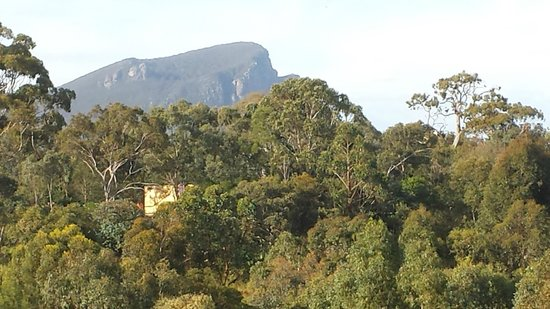 Southern Grampians Cottages: Grampians are literally a stones throw away