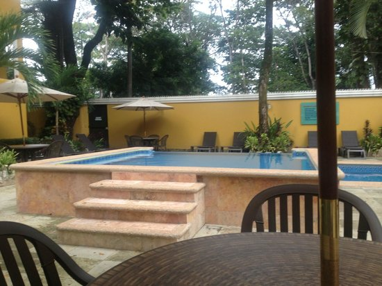 Hotel Chablis Palenque: Pool Area
