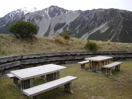 YHA Aoraki Mt Cook : outdoor dining