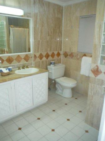 Couples Sans Souci: Bathroom