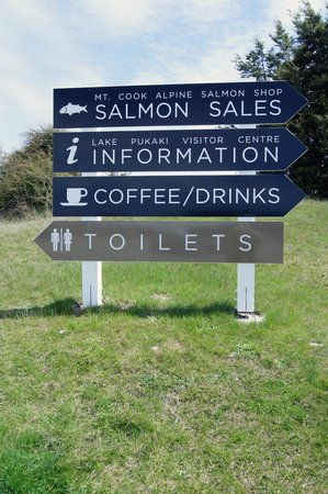 Mt. Cook Alpine Salmon Farm : sign board