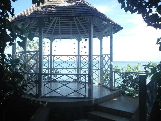 Couples Sans Souci: Small gazebo that was perfect for a small wedding