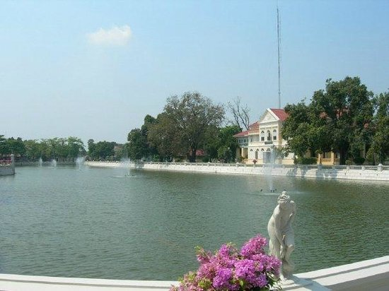 Bang Pa-In Palace: the pond