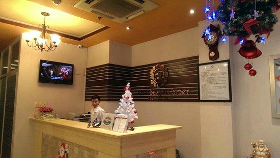 Little Saigon Corner Boutique Hotel: Lobby Counter