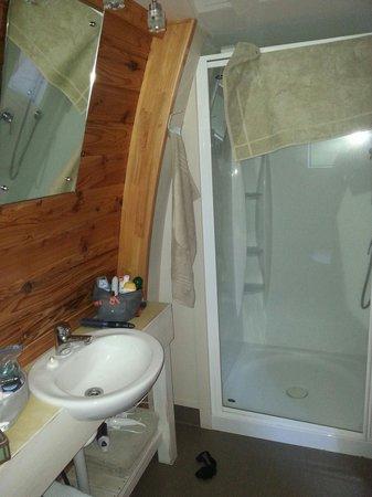 Hot Water Beach TOP 10 Holiday Park : Deluxe Villa bath room