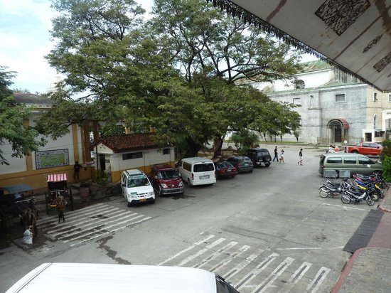 Vigan Plaza Hotel: View from an upstairs window (to Plaza Burgos)