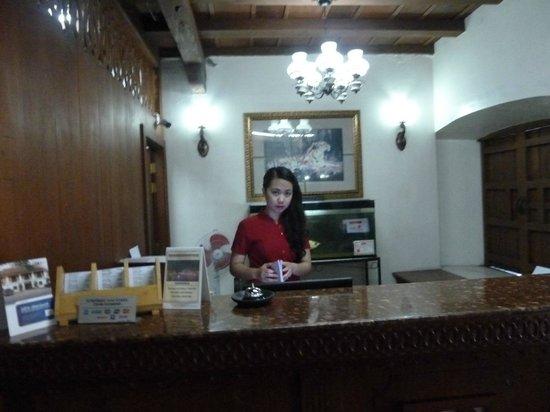 Vigan Plaza Hotel: The front desk
