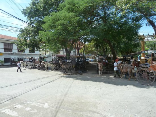 Vigan Plaza Hotel: Calesa stand across the road from the hotel