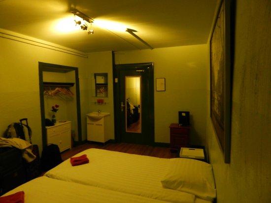 Liberty Hotel: Habitacion de noche