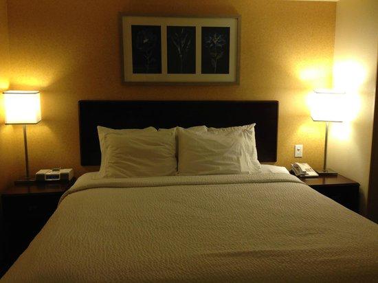 SpringHill Suites Portland Vancouver: King bed