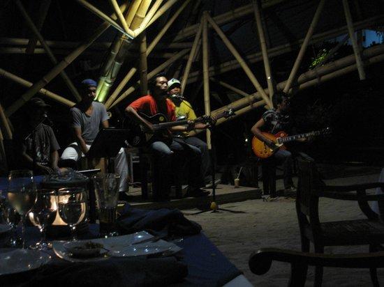 Villa Almarik Resort Lombok: Живая музыка