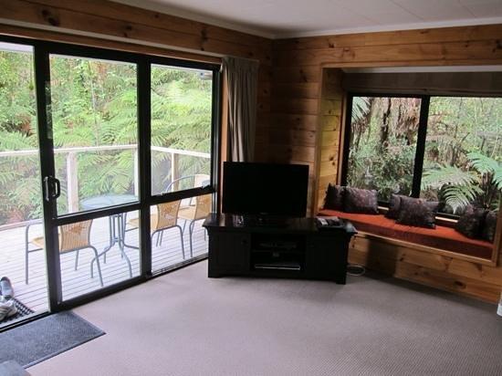 Rainforest Retreat: Living room