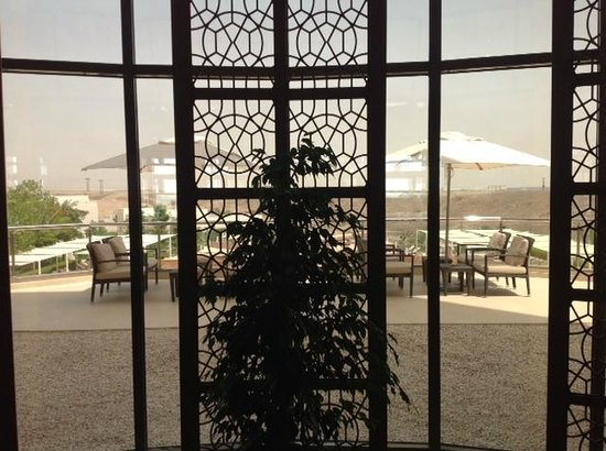 Crowne Plaza Sohar: Outside seating - could have been best suited for an arabic sheesha lounge (but was not)