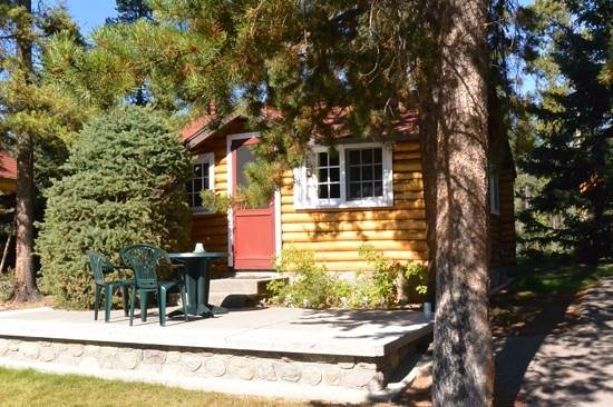 Alpine Village Cabin Resort - Jasper: the cabin we stayed in