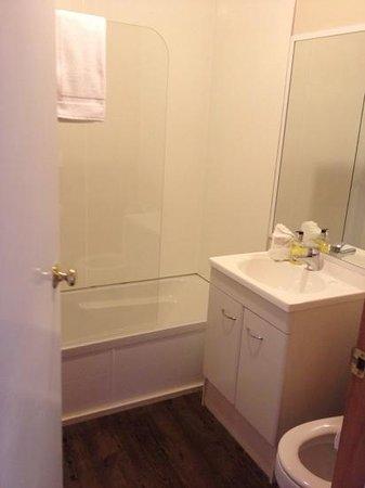 Rainforest Retreat: Bathroom with toilet