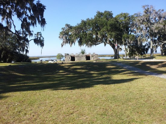 Fort Frederica National Monument: Beautiful view of the fort