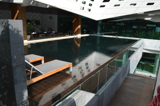 LiT BANGKOK Hotel: Pool area
