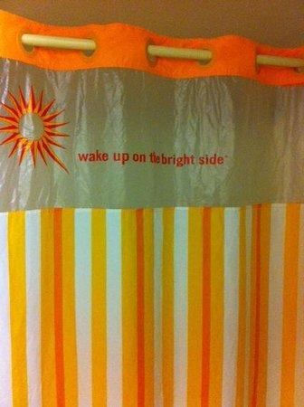 La Quinta Inn Savannah I-95: Love this shower curtain!