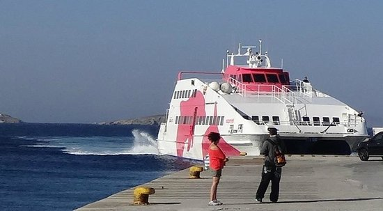 Petinos Beach Hotel : Catching the ferry to Naxos