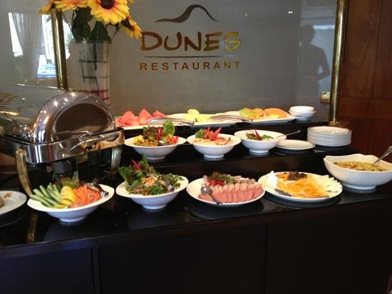 Le Royal Express - Sharq: Breakfast buffet 3...