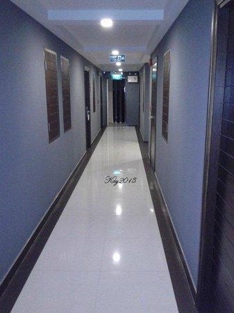 The AIM Sathorn Hotel: walkway