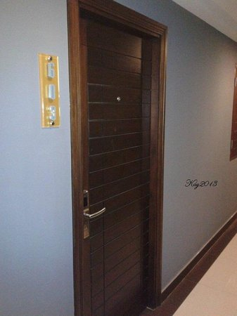 The AIM Sathorn Hotel: door