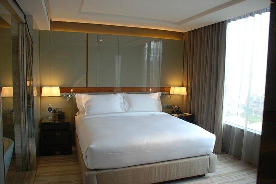 Hilton Sukhumvit Bangkok: Schlafzimmer
