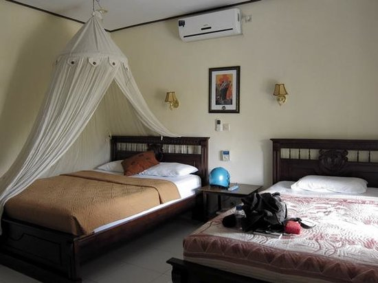 Puji Bungalow: bright, spacious and clean room